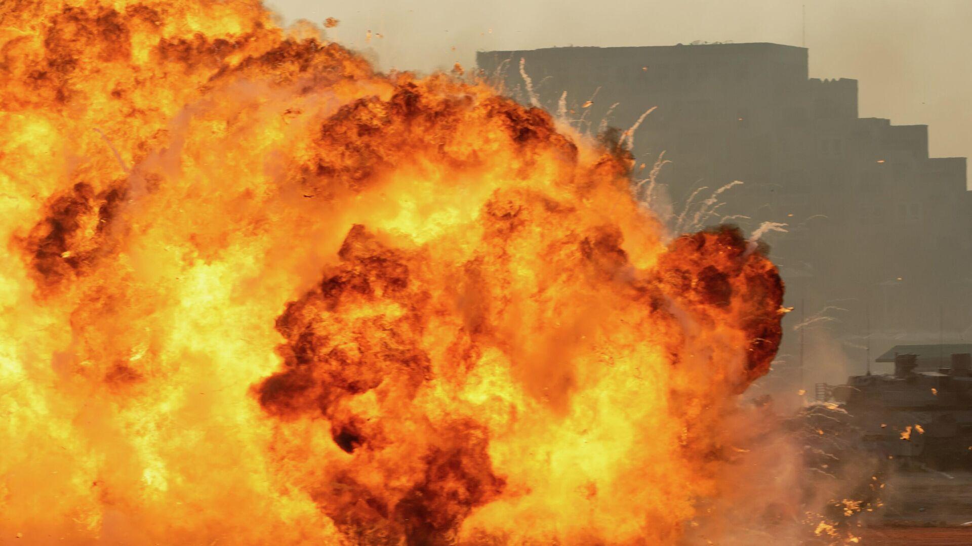 Взрыв автомобиля на Ближнем Востоке - Sputnik Узбекистан, 1920, 10.10.2021