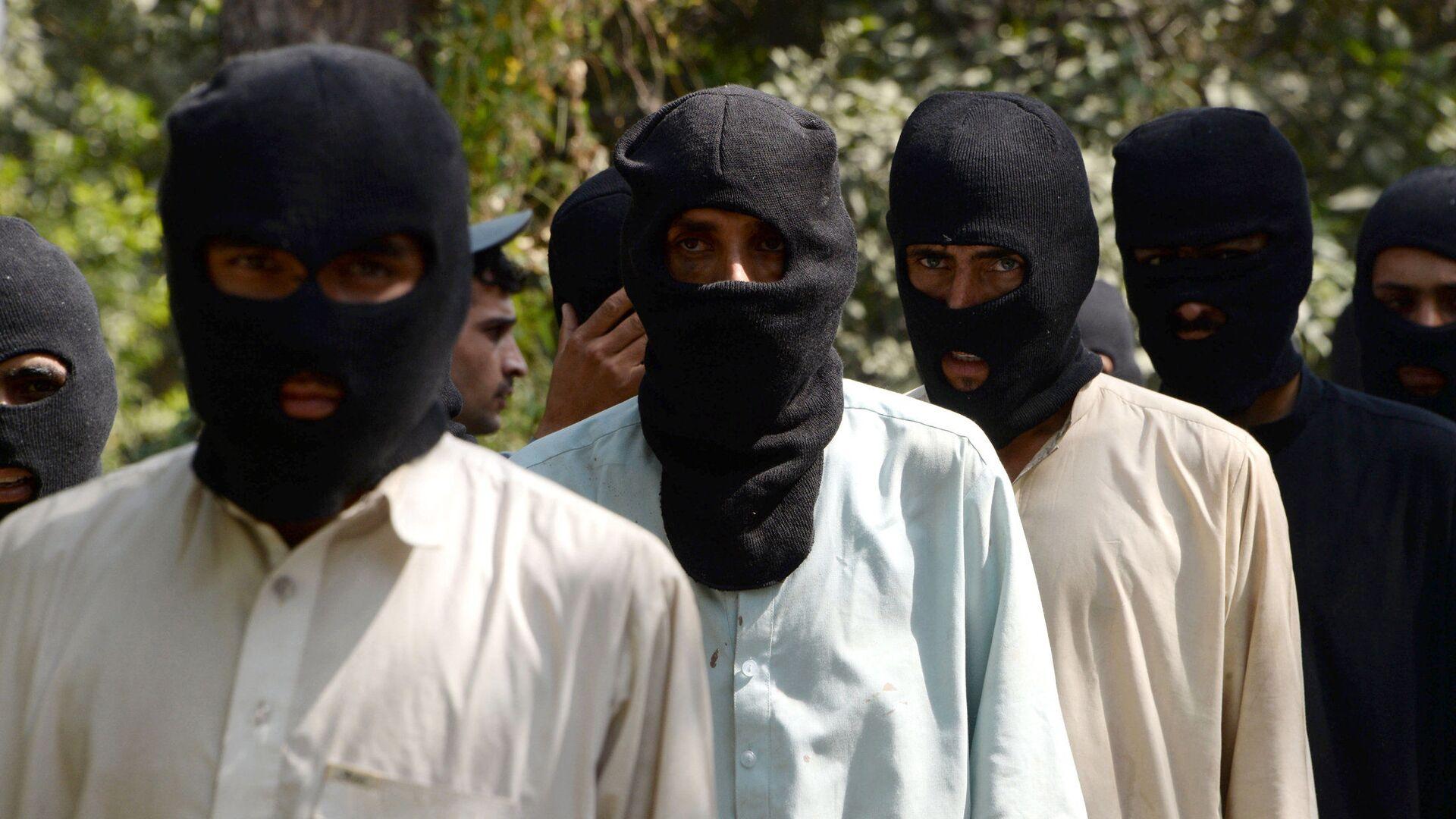 Боевики ИГ (террористическая организация, запрещена в РФ) и движения Талибан в полицейском отделении в Афганистане - Sputnik Узбекистан, 1920, 10.10.2021