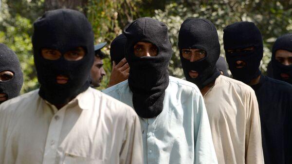Боевики ИГ (террористическая организация, запрещена в РФ) и движения Талибан в полицейском отделении в Афганистане - Sputnik Узбекистан