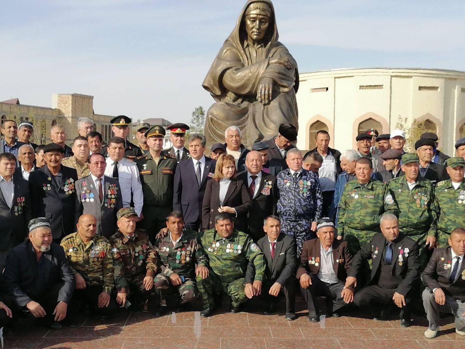 Акция поддержки ветеранов военных действий со стороны Посольства РФ в Узбекистане - Sputnik Узбекистан, 1920, 11.10.2021