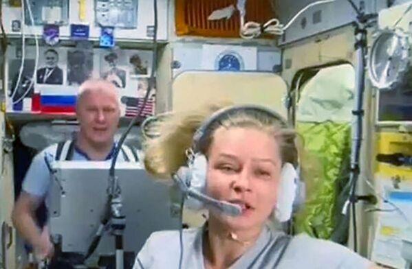 """Уже 17 октября они вернутся на Землю на корабле """"Союз МС-18"""" вместе с космонавтом Олегом Новицким. - Sputnik Узбекистан"""