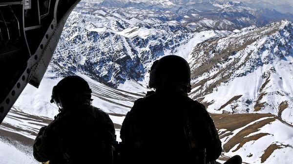 Военные на фоне афганского пейзажа - Sputnik Узбекистан