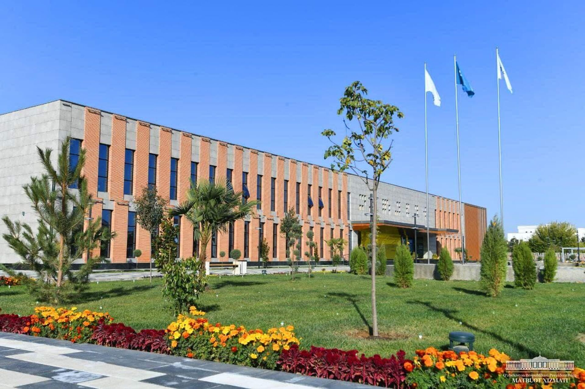 Шавкат Мирзиёев посетил президентскую школу в Карши - Sputnik Ўзбекистон, 1920, 12.10.2021