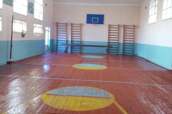 Отремонтированный спортзал в школе №58 Шахрисабзского района Кашкадарьинской области - Sputnik Узбекистан