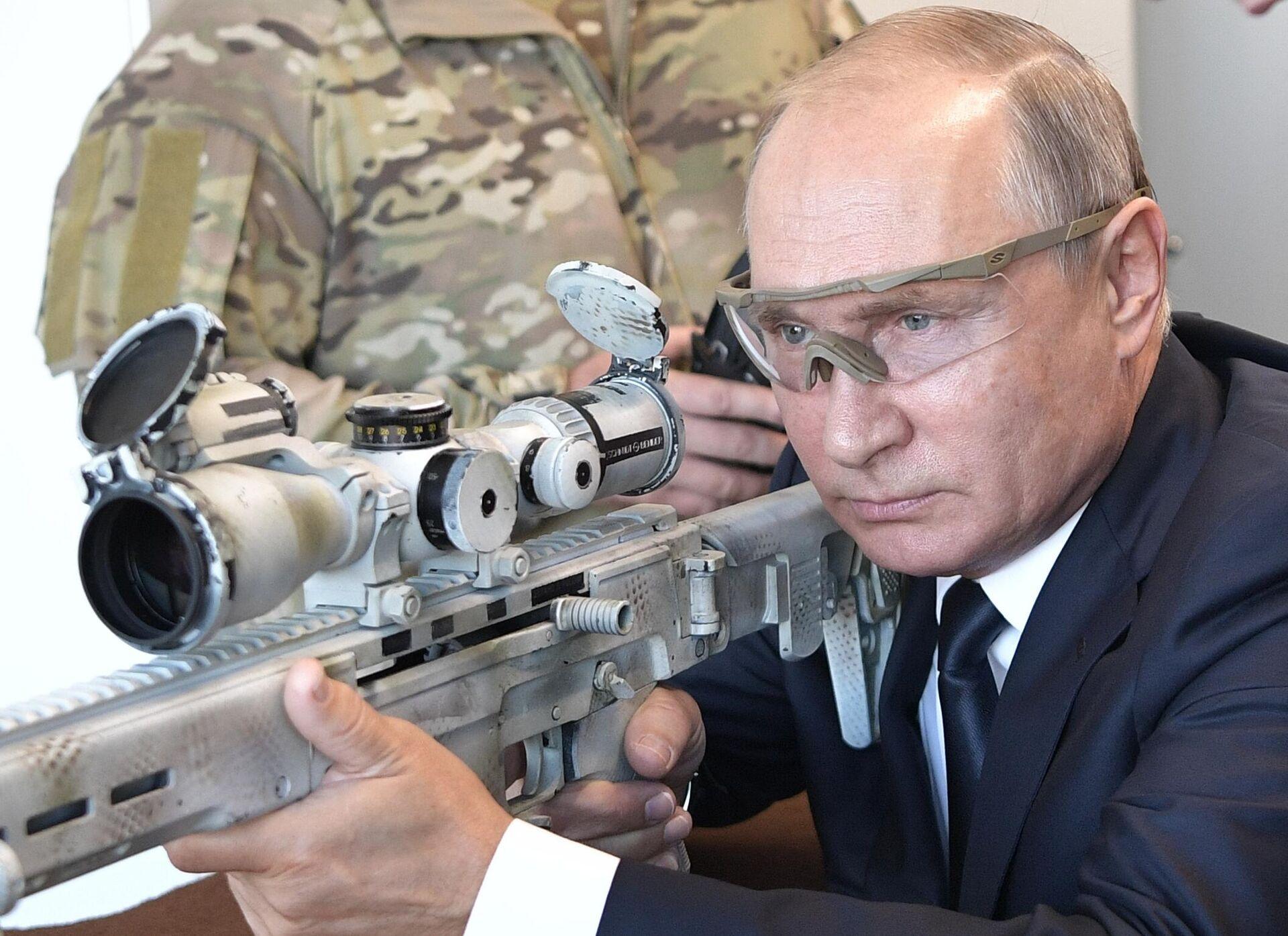 Prezident RF V. Putin posetil park Patriot - Sputnik Oʻzbekiston, 1920, 13.10.2021