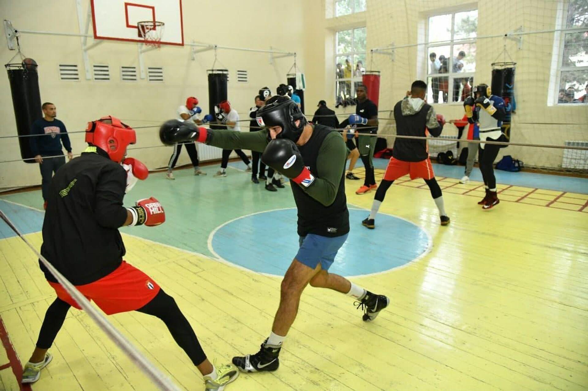 Первые спарринги между боксерами из Узбекистана и Кубы на базе Янгиабад в Ташобласти - Sputnik Узбекистан, 1920, 14.10.2021