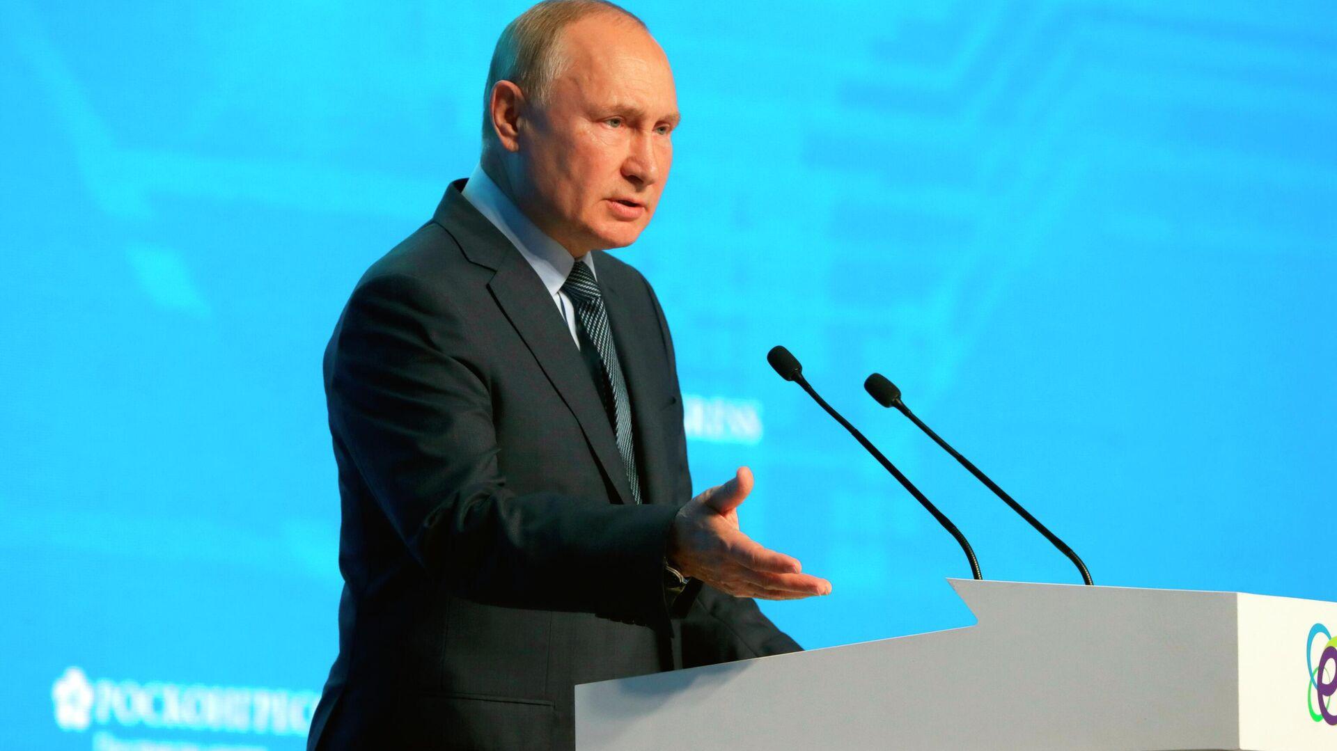 Президент РФ В. Путин принял участие в пленарном заседании форума Российская энергетическая неделя - Sputnik Узбекистан, 1920, 14.10.2021