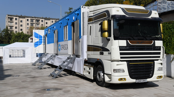 Первая мобильная ПЦР-лаборатория в Узбекистане - Sputnik Узбекистан