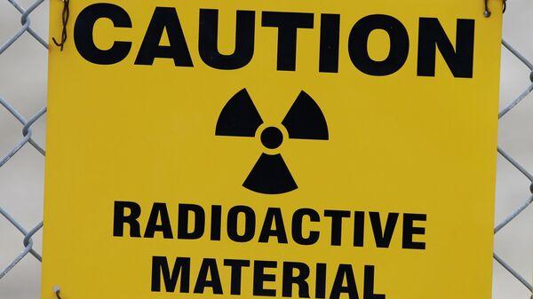 Табличка, предупреждающая о радиоактивных веществах - Sputnik Узбекистан