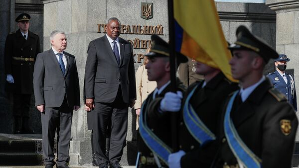 Министр обороны Украины Андрей Таран и министр обороны США Ллойд Остин в Киеве  - Sputnik Узбекистан