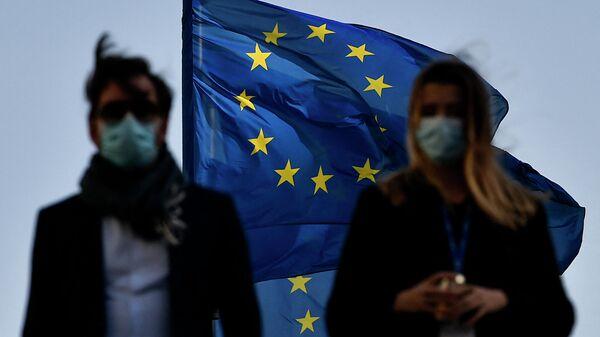 Флаг ЕС в Брюсселе - Sputnik Узбекистан