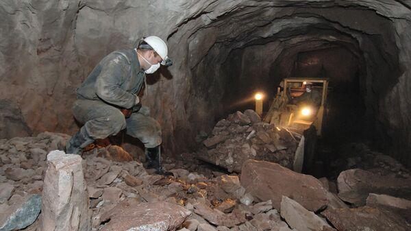 Добыча урановых руд в руднике - Sputnik Ўзбекистон