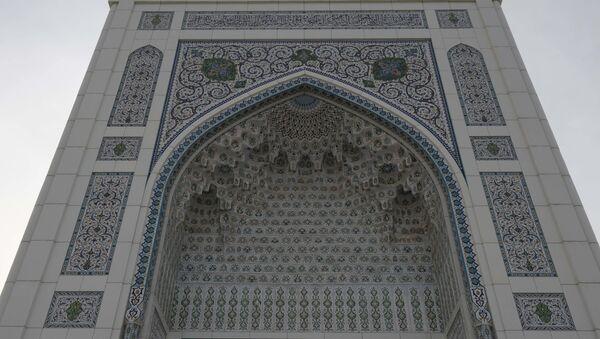 Орнамент и арабские надписи над входом мечети Минор - Sputnik Ўзбекистон