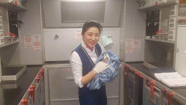 Узбечка родила на борту самолета - Sputnik Ўзбекистон