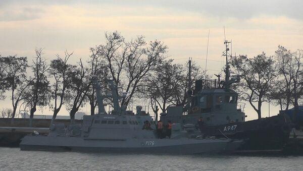 Украинские корабли, которые были накануне задержаны российскиим пограничниками - Sputnik Ўзбекистон