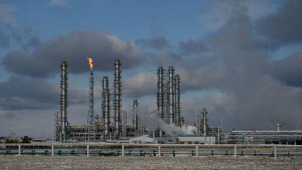 Предприятие по переработке углеводородного сырья - Sputnik Узбекистан