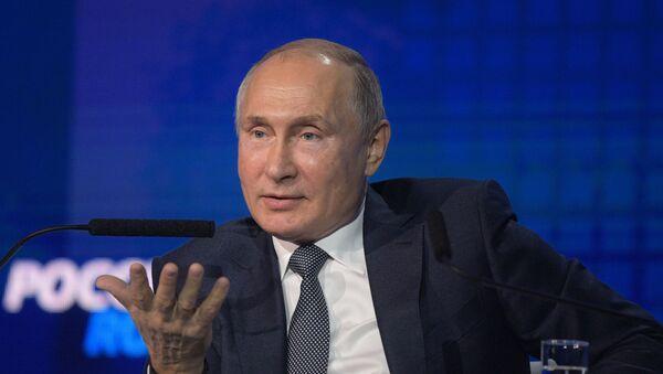 Президент РФ В. Путин посетил инвестиционный форум ВТБ Капитал Россия зовёт! - Sputnik Узбекистан