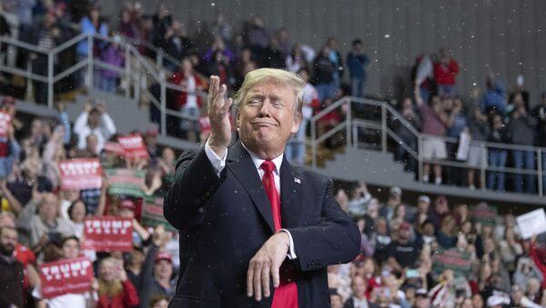 Президент США Дональд Трамп в Билокси, штат Миссисипи - Sputnik Ўзбекистон
