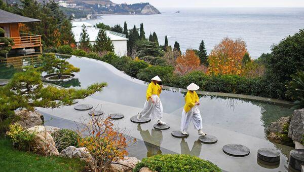 Артисты на открытии Японского сада на территории парка Айвазовское в Крыму - Sputnik Ўзбекистон