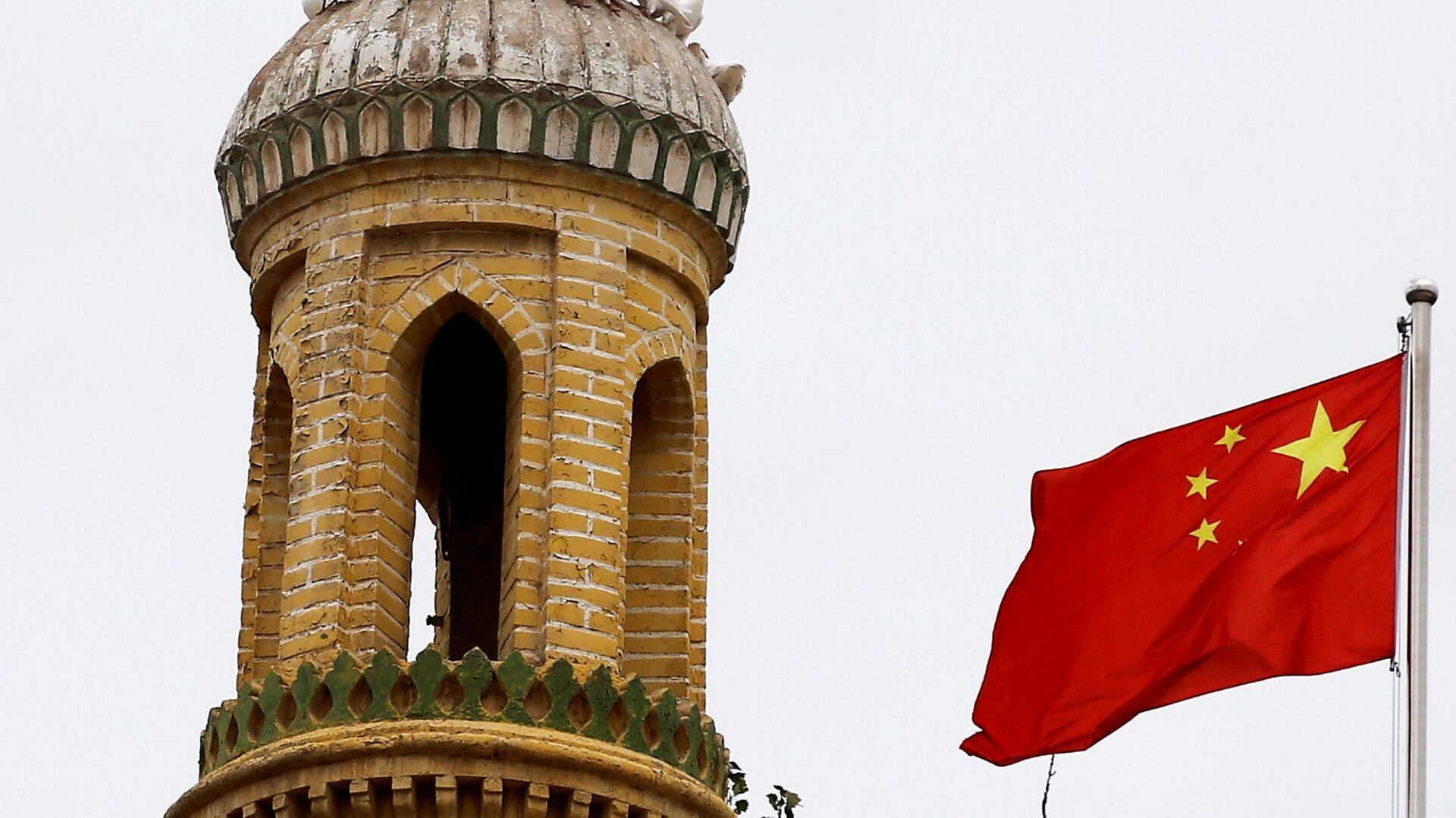 Китайский флаг на башне в Кашгаре, Синьцзян-Уйгурский автономный район, Китай - Sputnik Узбекистан, 1920, 28.02.2021