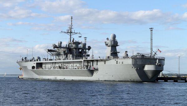 Флагманский корабль шестого флота США Mount Whitney в порту Таллина - Sputnik Узбекистан