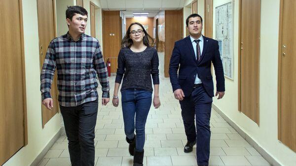 Kudrat Voxidov, Nasiba Nurjanova  i  Sardor  Adizov -studentы MIFI iz Uzbekistana - Sputnik Oʻzbekiston