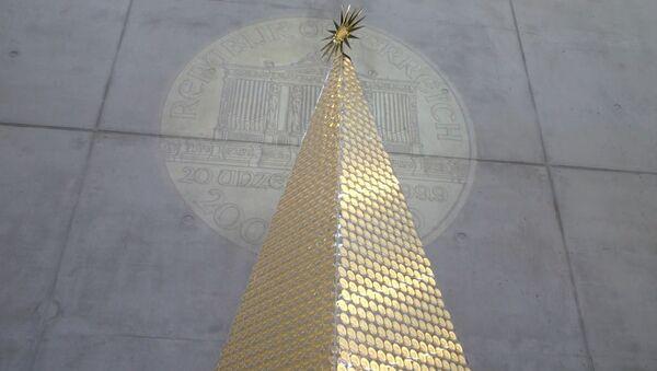 В Германии установили рождественскую елку из золотых монет - Sputnik Ўзбекистон