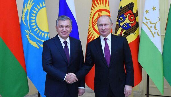 Шавкат Мирзиёев и Владимир Путин на неформальном саммите СНГ - Sputnik Ўзбекистон