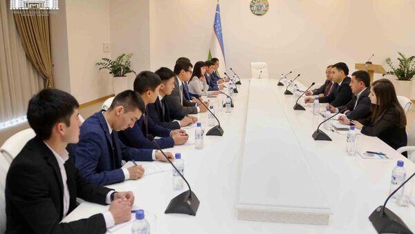 В хокимияте Ташкента прошла встреча с представителями правительства Кыргызстана и Государственного агентства по молодежной политике, физической культуре и спорту - Sputnik Узбекистан