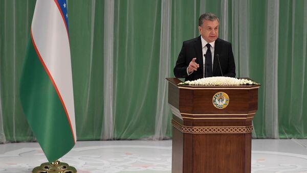 Президент Узбекистана Шавкат Мирзиёев поздравляет граждан с Днем Конституции - Sputnik Ўзбекистон