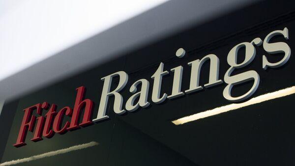 Логотип агентства Fitch Ratings - Sputnik Ўзбекистон
