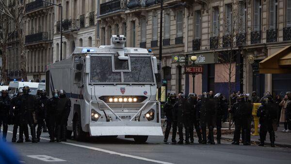 Aktsiya protesta avtomobilistov v Parije - Sputnik Oʻzbekiston