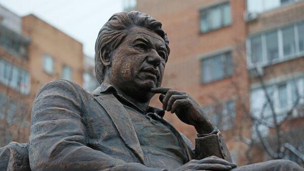Церемония открытия памятника писателю Чингизу Айтматову - Sputnik Ўзбекистон