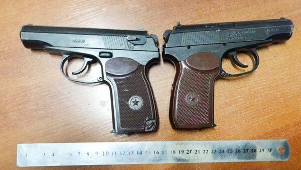 Сотрудники таможни Ташкентской области обнаружили два газовых пистолета ПМ49  - Sputnik Ўзбекистон