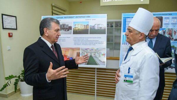 Шавкат Мирзиёев посетил клинику в Карши - Sputnik Узбекистан