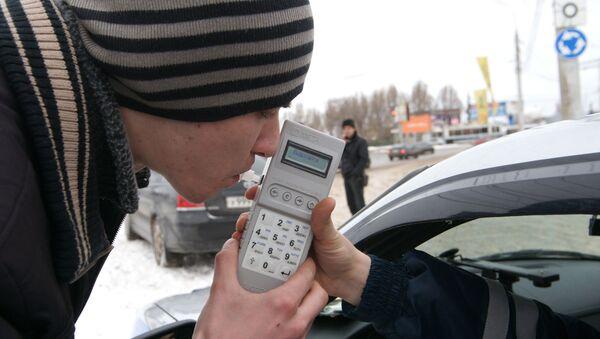 ГИБДД проводит сплошные проверки водителей на трезвость - Sputnik Ўзбекистон