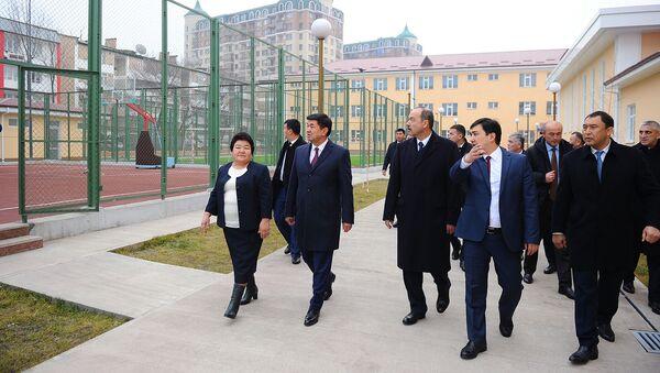 Premyer Uzbekistana Abdulla Aripov posetil shkolu v Kыrgыzstane - Sputnik Oʻzbekiston