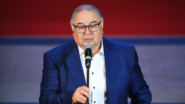 Prezident Mejdunarodnoy federatsii fextovaniya biznesmen Alisher Usmanov - Sputnik Oʻzbekiston