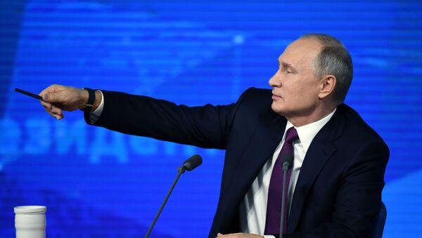 Президент РФ Владимир Путин во время ежегодной большой пресс-конференции в Центре международной торговли на Красной Пресне - Sputnik Ўзбекистон