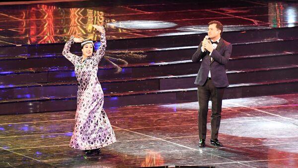 Певец Алишер Файз на шоу Песня года. Хиты сезона в Ташкенте - Sputnik Узбекистан