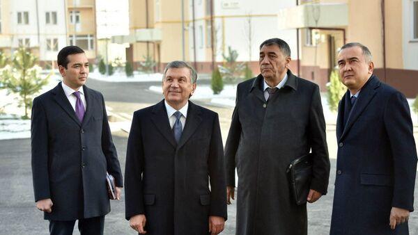 Shavkat Mirziyoyev vo vremya poseщeniya rayona Sergeli v Tashkete - Sputnik Oʻzbekiston