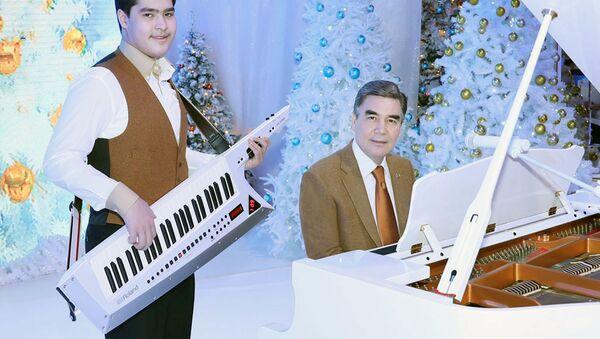 Prezident Turkmenistana prinyal uchastiye v torjestve, posvyaщyonnom nastupayuщemu Novomu godu - Sputnik Oʻzbekiston