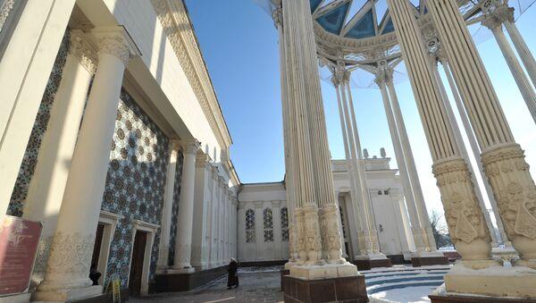 Павильон №66 Культура (Узбекская ССР), построенный в 1954 году, на территории ВДНХ - Sputnik Узбекистан