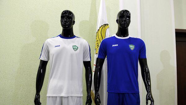 Форма сборной Узбекистана по футболу на Кубке Азии (белая - основная, синяя - гостевая) - Sputnik Ўзбекистон