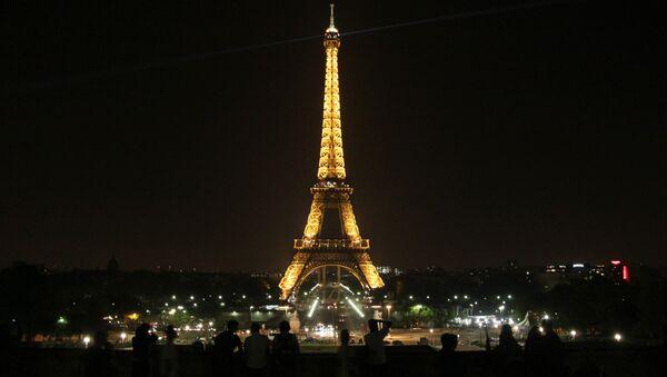 Эйфелева башня в Париже - Sputnik Узбекистан