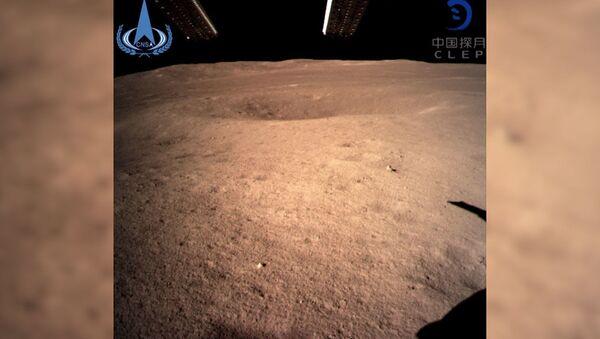 Чанъэ-4 сделал первый снимок обратной стороны Луны - Sputnik Узбекистан