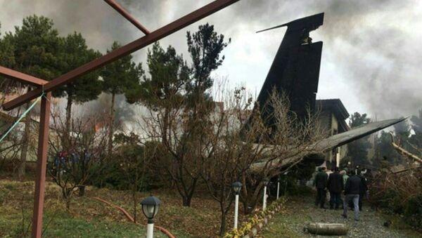 Gruzovoy Boeing, letevshiy iz Bishkeka, ruxnul na jiloy rayon Tegerana  - Sputnik Oʻzbekiston