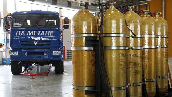 Грузовые автомобили с установленным газобаллонным оборудованием - Sputnik Узбекистан