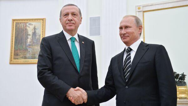 Rossiya prezidenti Vladimir Putin va Turkiya prezidenti Rajab Toyib Erdoʻgʻon - Sputnik Oʻzbekiston