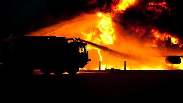 Пожарная машина на месте возгорания. Иллюстративное фото - Sputnik Ўзбекистон